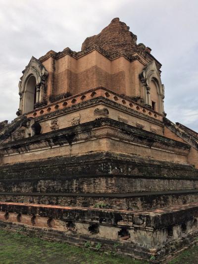 バックパックでタイからミャンマー旅⑦ チェンマイ 食べ物とワット・チェディルアン編