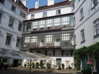 ウィーンの隠れ家と中庭。歴史のある街は奥が深い。