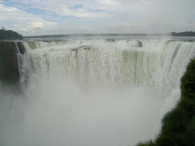 アルゼンチン①イグアスの滝壺を見に行こう