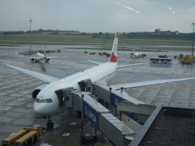 ウィーンからオーストリア航空のB777-200に乗りました。成田へのOS51便。すいていました。