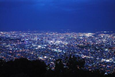 札幌へ! その6    もいわ山からの札幌の夜景。