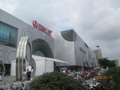 上海の松江万達広場・巨大モール・屋外飲食店街・開業2014年
