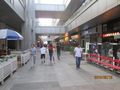 上海の宝山万達広場・屋外飲食店街(宝山金街)