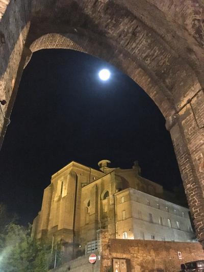 トスカーナのトリフ祭りのあるサンミナート、ピサ-カンポサンポが 見所ベスト、 シエナ