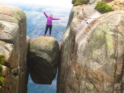 スリルMAX♪冷や汗タラリ!奇跡の岩で 世界最恐の球遊び!?☆ガイドブックにはない絶景 -シェラーグボルテン(Kjeragbolten)【Fjordドライブ1300km-5】