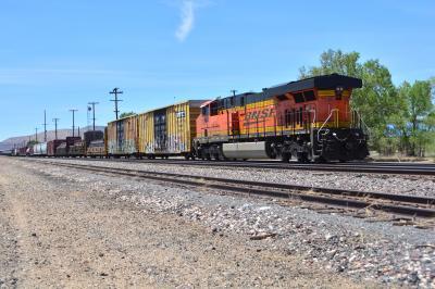 10)ルート66 セリグマンより   我が鉄ちゃんは  アメリカの貨物列車ぞ  いとおかし