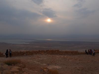 友人を訪ねて…③ 頂上からの日の出に感動のマサダ! ほんとに浮かぶ死海!