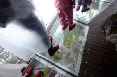 武陵源と'世界最長級の空中散歩'天文山ロープウェイ・中国最美 鳳凰古城6日間