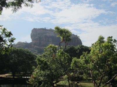 スリランカ7日間の旅・3・シギリアロック登頂とポロンナルワ、ダンブッラをめぐる