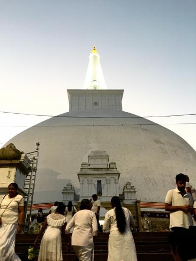 鉄道の旅・コロンボ→仏教発祥の地アヌラダープラ、夕方のプージャ~ 2017-18年 年越しスリランカ&インド周遊(3)