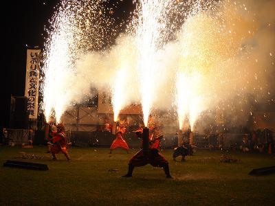 鬼花火も楽しめるのぼりべつ夏祭りいぶり食と文化の祭典