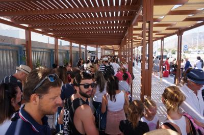 慌ただしく回る アテネ・サントリーニ・ベネチア⑥サントリーニ空港の行列とベネチアのホテル