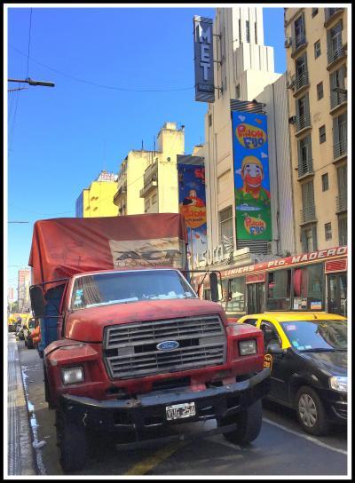 ブエノスアイレスの100年前の雰囲気が未だに残るAv. Corrientes(コリエンテス通り)+サンテルモ市場からピンクハウス(大統領府)まで歩いてみる~!〔ブエノスアイレス/アルゼンチン〕