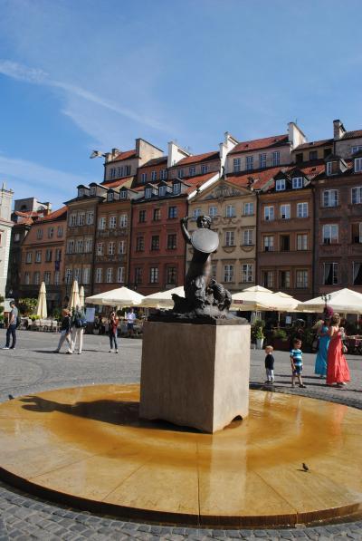 ポーランドのワルシャワへ その2 ワルシャワの旧市街へ。。