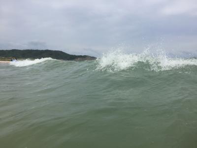 有休とって海水浴に来たのに、台風もやって来た…