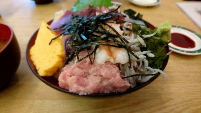 川崎南部市場で昼食です。