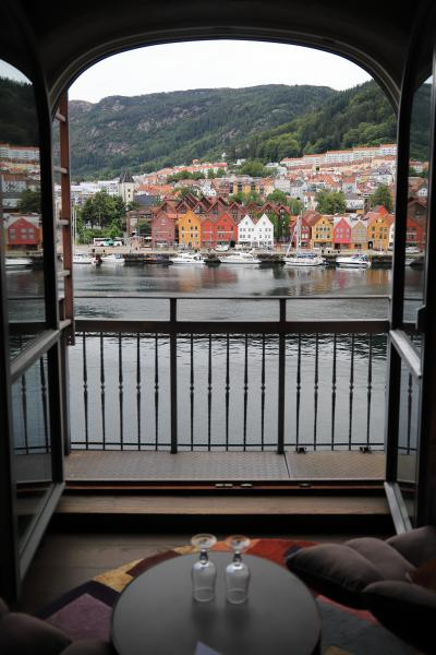 ☆☆ 白夜(midnight sun)とフィヨルド と 美しい街並みに憧れて♪ ⑦ ☆☆ ~~  ベルゲン(Bergen)の街&ブリッゲン(Bryggen)世界遺産を てくてく、、編 ~~
