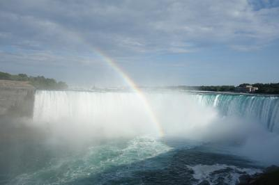 夏のナイアガラとバンフ1日目:ナイアガラの滝と虹・花火の共演