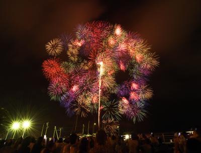 蒲郡まつり納涼花火大会: 三尺玉3発などレベルの高い花火を楽しみ、写真撮影に挑戦