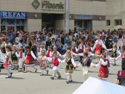 ブルガリア・ルーマニア 10日間 ④ ブルガリア カザンラクの谷 バラ祭り