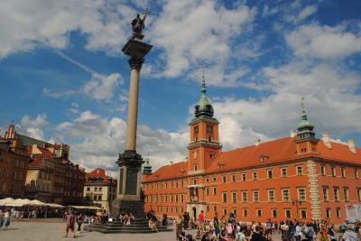 ポーランドのワルシャワへ その7  旧市街の王宮広場からクラクフ郊外通りを南に。。