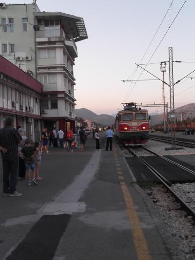 6-2エティハド航空5フライト8か国周遊:ポドゴリツアからパール鉄道で夜行旅