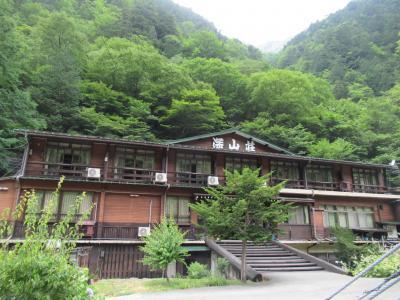 新穂高温泉 吊橋を渡った先にある渓流露天風呂の宿「深山荘」