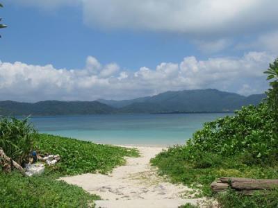 真夏の石垣島(12)ちゅらさんの島・小浜島へ(後)大岳からの360度展望と細崎海岸から見える西表島そして島食堂