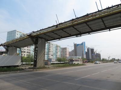 2018年シベリア・サハ共和国ヤクーツクへの旅(8)市内編その1:燃料パイプが地上に出た工事現場のようなヤクーツク