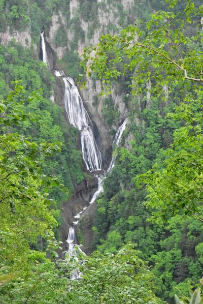 東川町の夏季限定無料バスでゆく天人峡 ~美しい柱状節理と羽衣の滝~(北海道)
