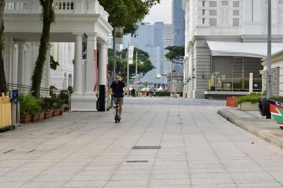 電動キックボードに乗ってシンガポール市内観光 非日常の体験。