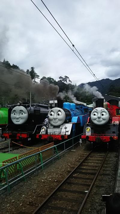 孫と一緒に大人気のトーマスを見に千頭駅へ