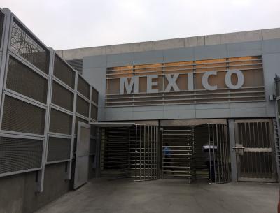 メキシコのティファナへ生まれて初めての徒歩での国境越えと、サンディエゴの山奥でロブスター食べ放題の日帰り旅行