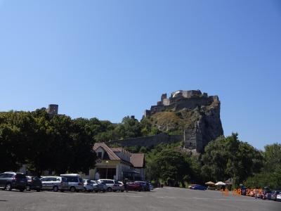 スロバキア・ウィーン・ザルツブルク、10泊11日の家族旅行(2/7: スロバキアのブラチスラヴァ城&デヴィーン城編)