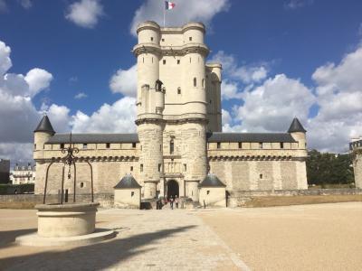 夏休み ★フランスふたたび★ その4 ラデュレ サント・シャペル ヴァンセンヌ城 できたてホヤホヤ巨大フードコートに行ってみる