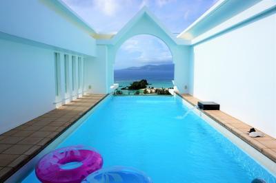 憧れのプライベートプール付の部屋に泊まる!夏の沖縄旅行