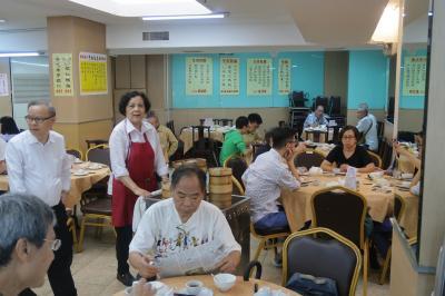 香港★ここもまだワゴン式!4トラご縁で深水埗のローカルレストランで飲茶 ~中央飯店・黄金電脳商場~