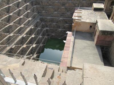 アバネリの巨大な階段井戸(チャンド・バオリ)