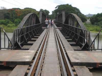 クウェー川と、その鉄橋周辺を見て、泰緬鉄道について、考えてみました。