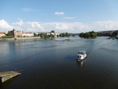 プラハ観光:モルダウ川に架かるカレル橋に立って悠久のプラハを感じてみよう!