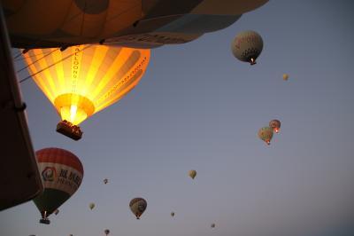 カッパドキアで熱気球に乗って空中散歩を初体験