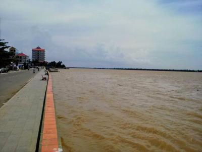 メコン川大増水でこりゃまた大変さ…クラチエ
