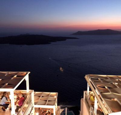 2018年 お盆休み ギリシャ へ 《2》 サントリーニ島へ ドバイ経由 アテネ経由 フィラ に 辿り着く・・・そして 夜中の アクシデント@@!