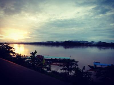 2018年8月 タイ旅行④ チェンカーン メコン川の夕日とクラフトビール