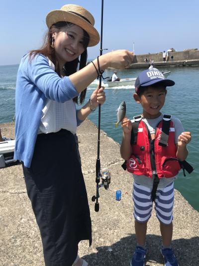 お母さんと初めての海釣り体験