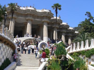 グエル公園、バルセロナ名所、ガウディ世界遺産