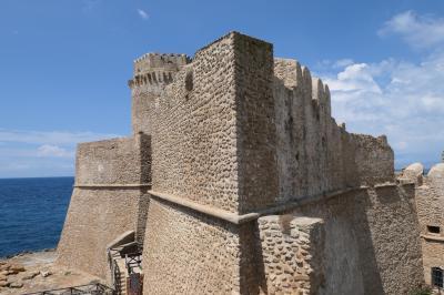 美しき南イタリア旅行♪ Vol.162(第6日)☆Le Castella:「レ・カステッラ城」14世紀の主塔を眺めて♪
