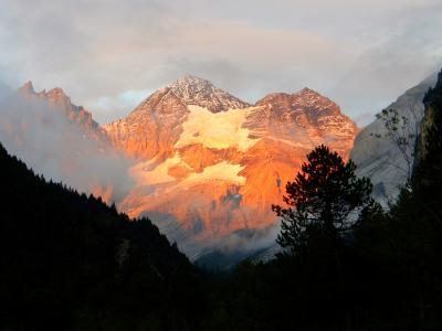 世界遺産エリア 「エッシネン湖」- 霧の中での感動のハイキング♪そして見事な夕焼け!