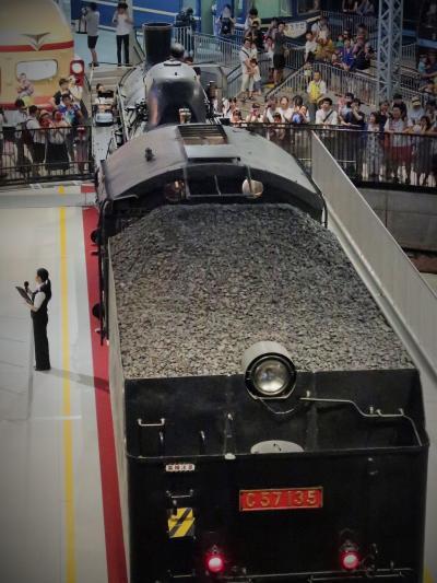鉄道博物館-6 転車台稼働 蒸気機関車360度回転を見下ろす ☆汽笛3回吹奏して