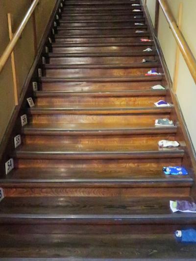 目黒-2 「百段階段」伝統的な美意識の極み ☆ケヤキ板99段の階段廊下で